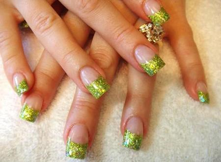 green nails glitter
